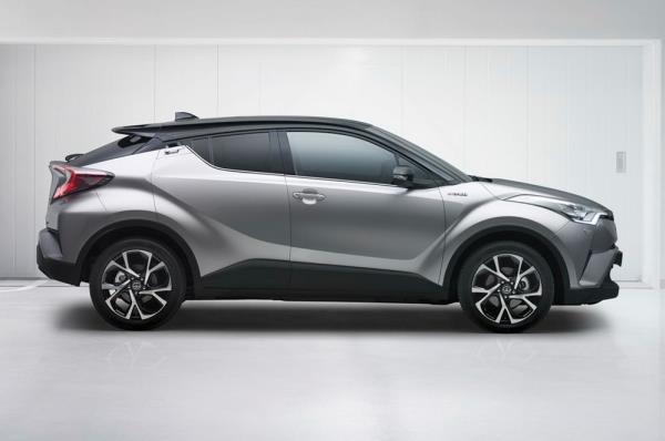 ด้านข้าง Toyota C-HR 2017
