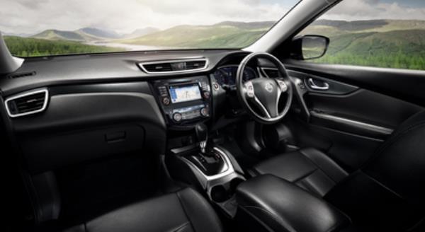 การออกแบบภายในของ Nissan X-Trail 2.0 v 4WD HYBRID 2017