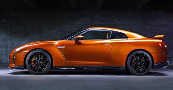 การออกแบบด้านข้างของ Nissan GT-R ใหม่ ปี 2017