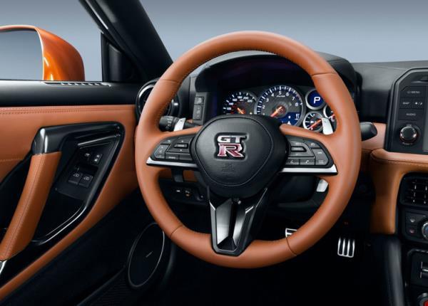 การออกแบบภายในของ Nissan GT-R ใหม่ ปี 2017