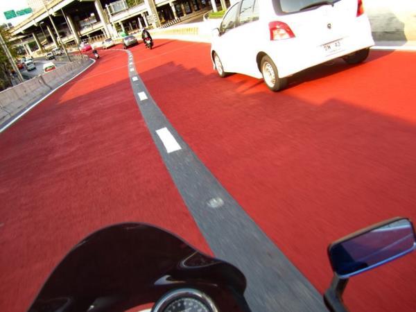 พื้นถนนสีแดง