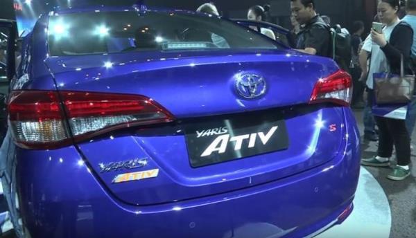 การออกแบบด้านหลังของ Toyota Yaris ATIV 2017