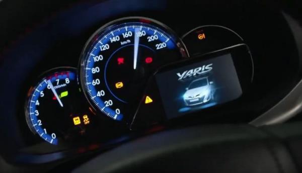 การออกแบบภายในห้องโดยสารของ Toyota Yaris ATIV 2017