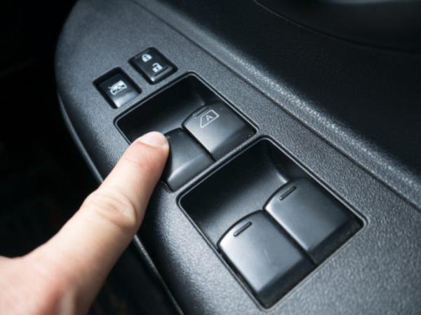 กระจกรถยนต์ไฟฟ้าเปิดไม่ได้