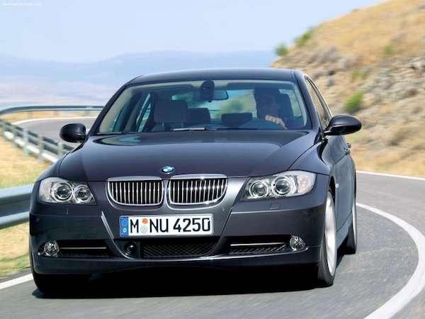 อีกทั้งเรื่องมีเทคโนโลยีต่างๆ เข้ามาเพิ่มมากยิ่งขึ้นรวมไปถึง iDrive จาก BMW