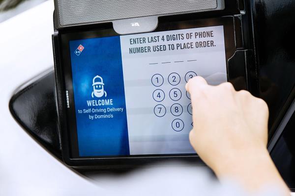 ลูกค้าสามารถรับพิซซ่าได้ จากรหัสที่ส่งเข้าสมาร์ทโฟน