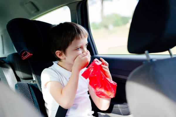 ดับกลิ่นอ้วกในรถให้หมดจด