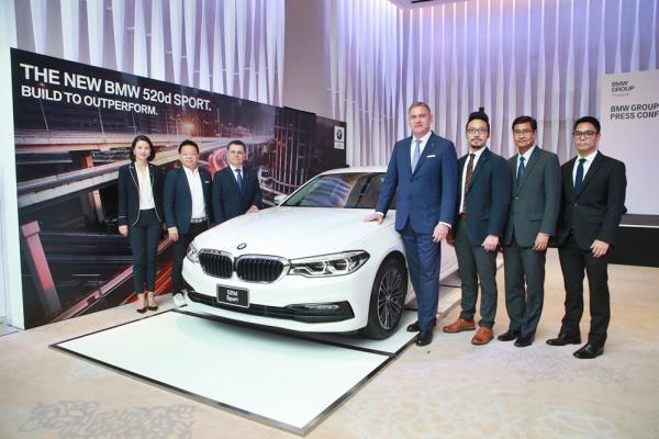 BMW Group ประเทศไทย ได้เปิดตัวอย่างเป็นทางการสำหรับ BMW 520d Sport ปี 2017 รุ่นประกอบในประเทศ