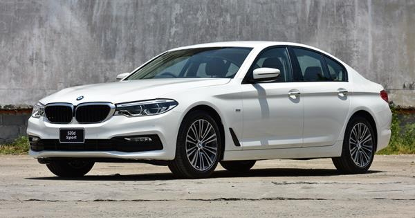 มุมมองด้านหน้าของ BMW 520d Sport ปี 2017 รุ่นประกอบในประเทศ