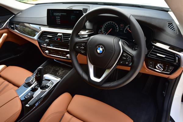 อุปกรณ์ต่างๆภายในห้องโดยสารของ BMW 520d Sport ปี 2017