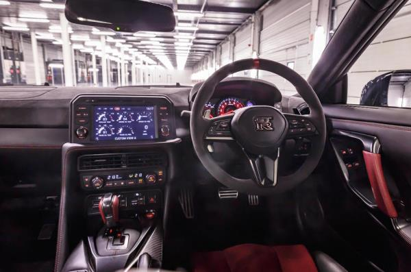 ภายในห้องโดยสาร Nissan GT-R NISMO รุ่นปี 2017