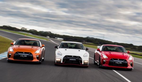 Nissan GT-R NISMO รุ่นปี 2017 สีส้ม สีขาวและสีแดง