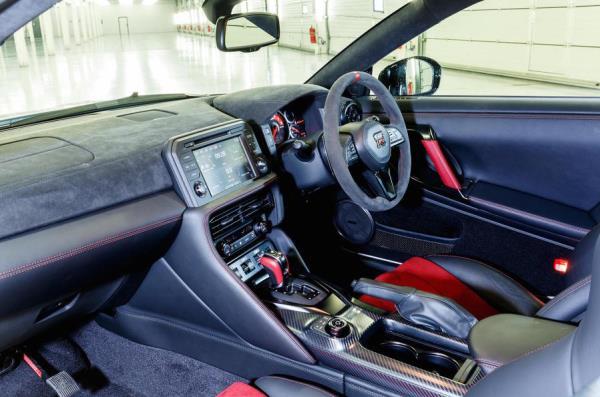 อุปกรอำนวยความสดวกของ Nissan GT-R NISMO รุ่นปี 2017