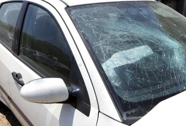 เศษกระจกไม่กระเด็นจนทำให้เกิดการบาดเจ็บมากขึ้น
