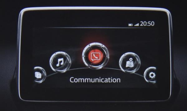 จอทัชสกีนขนาด 7 นิ้ว แสดงเมนูสั่งงานของระบบ MZD CONNECT และฟังก์ชั่นใช้งานอื่นๆ สามารถเรียกดูข้อมูลผ่านระบบสั่งการด้วยเสียง Voice Recognition