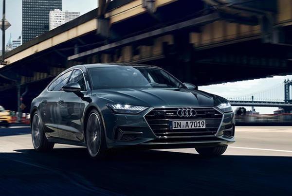 มุมมองด้านหน้าของ Audi A7 2017 ใหม่