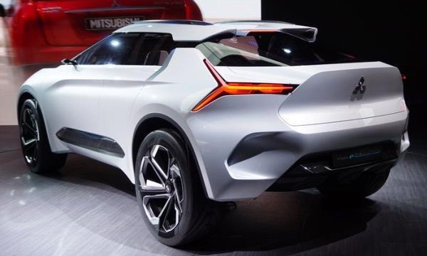 Mitsubishi e-Evolution Concept ไฟท้ายลูกศรเอกลักษณ์เฉพาะตัว
