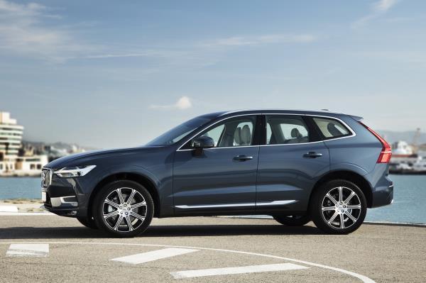 มุมมองด้านข้างของ Volvo XC60 ปี 2018 โฉมใหม่