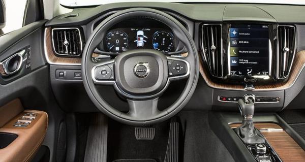 Volvo XC60 ยังคงติดตั้งระบบอุปกรณ์ที่อำนวยความสะดวกสบายอีกด้วย