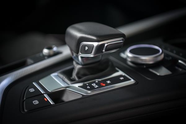 เกียร์ไฟฟ้า A5 Coupe 40 TFSI