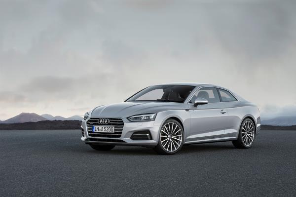 มุมมองด้านหน้าของ Audi A5 Coupe 2017