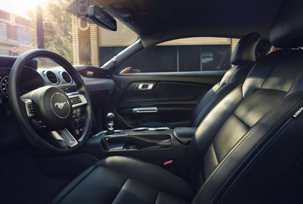 การออกแบบภายในของ Ford Mustang GT 2018