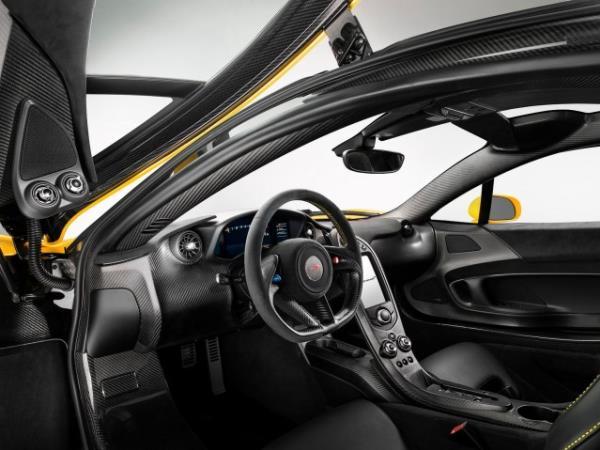 ภายในซุปเปอร์คาร์ GTR McLaren P1