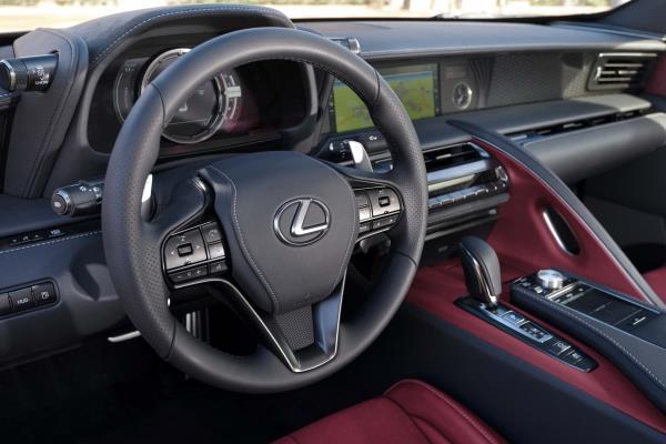 Lexus LC รถสปอร์ต รุ่นใหม่