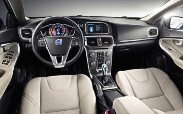 ภายในห้องโดยสารของ Volvo XC40 ควบคุมด้วยเทคโนโลยีระบบไฮบริด Twin Engine