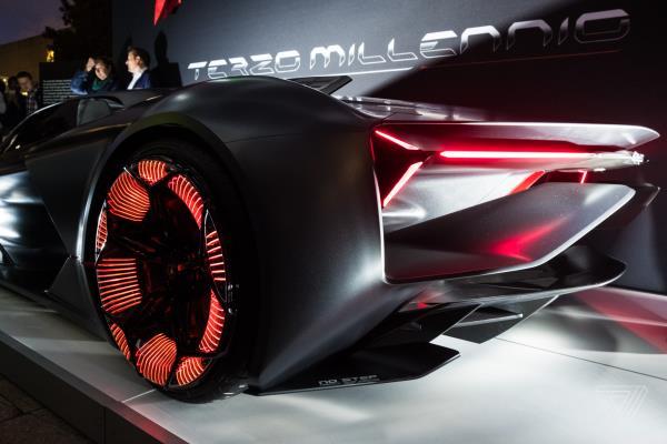 แอร์โร่ไดนามิกตัวบอดี้หรือโครงสร้างอาจจะทำมาจากวัสดุคาบอนด์ไฟเบอร์ แถมสมรรถนะจะมีระบบไฟฟ้าเข้ามาเกี่ยวข้อง
