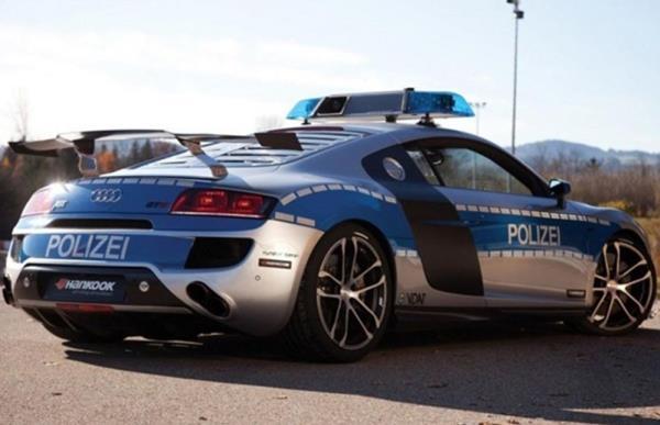 รถตำรวจในแบบฉบับ Audi R8 GTR