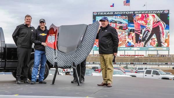นาย Alan Batey ผู้บริหาร  GM ทางฝั่งอเมริกา ร่วมเปิดตัว 2019 Silverado Z71