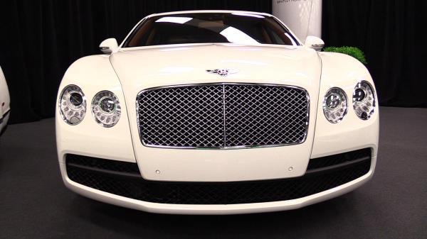 Bentley Flying Spur V8 Standard กระจังหน้า
