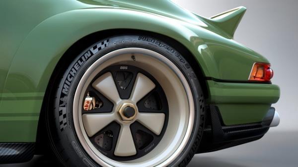 ล้อแม็กขนาด 18 นิ้ว ของ BBS ที่มีน้ำหนักเบา และยาง Michelin Pilot Sport 2