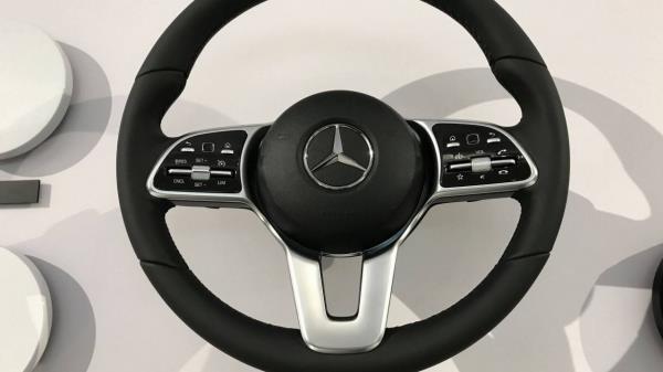 Mercedes-Benz A-Class 2018 เทคโนโลยีพวงมาลัยพวงมาลัยเชื่อมต่อความสนุก
