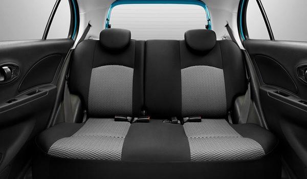 มุมมองภายในของ Nissan March 2017