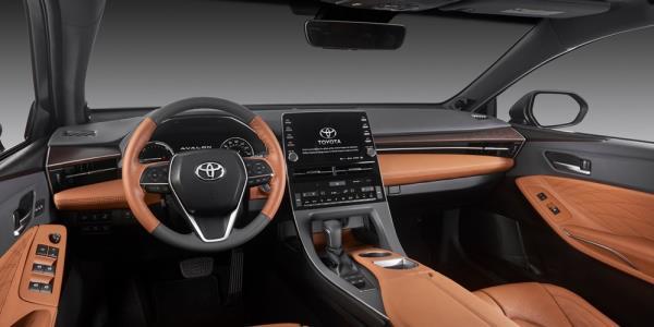 ภายในห้องโดยสารของ Toyota Avalon 2018