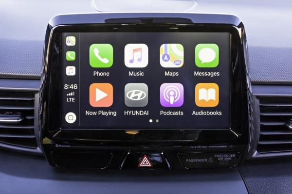 เทคโนโลยีครบครัน จออินโฟเทนเมนต์ 8 นิ้ว รองรับระบบ Apple Car Play และ Android Auto