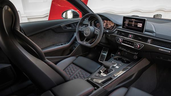 ภายในห้องโดยสารของ Audi RS4 Avant