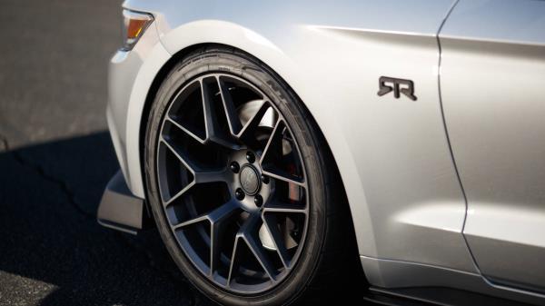 มุมมองภายนอกของ Ford Mustang RTR 2018