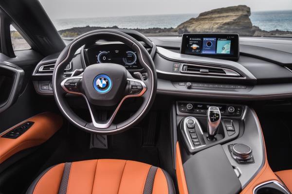 ภายใน BMW i8 Roadster