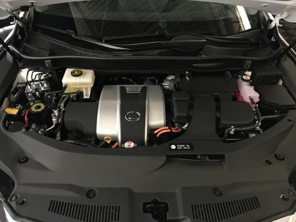 เครื่องยนต์เบนซินแบบ V6 พิกัด 3.5 ลิตร Dual VVT-i ซึ่งให้พละกำลังสูงสุด 263 แรงม้าที่ 6,000 รอบต่อนาที