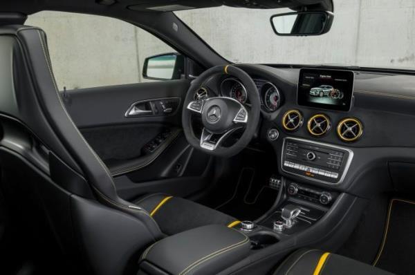ภายในห้องโดยสาร Mercedes-AMG GLA 45 4MATIC