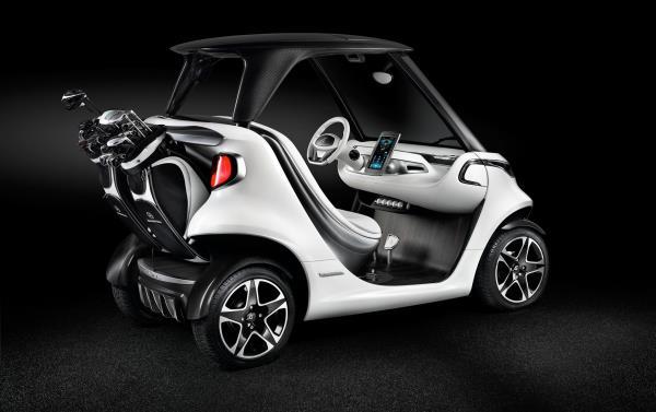 รถกอล์ฟระดับหรูราคา 2.2 ล้าน จากค่าย Mercedes-Benz ด้านหลัง