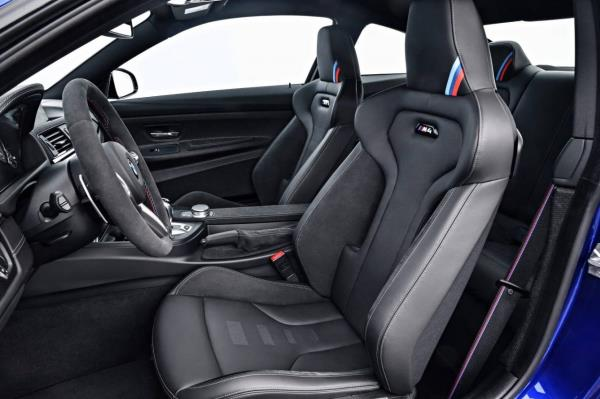 ภายใน BMW M4 CS หรูหราด้วยเบาะที่นั่งน้ำหนักเบาแบบ M Sport หุ้มหนังแท้สลับ Alcantara