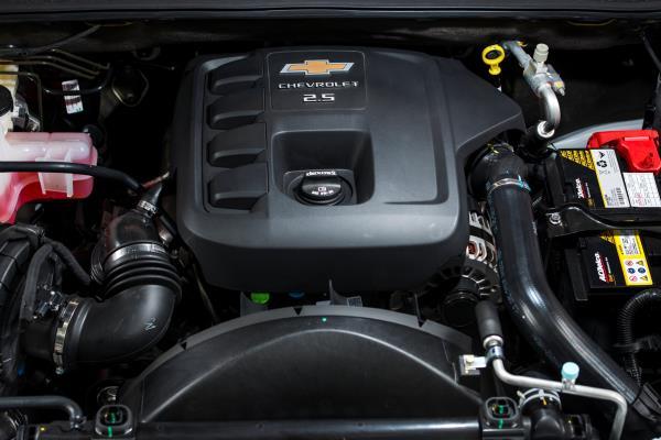 ขุมพลังเครื่องยนต์ดีเซลเทอร์โบ 4 สูบ Duramax ขนาด 2.5 ลิตร ให้กำลังสูงสุด 180 แรงม้า