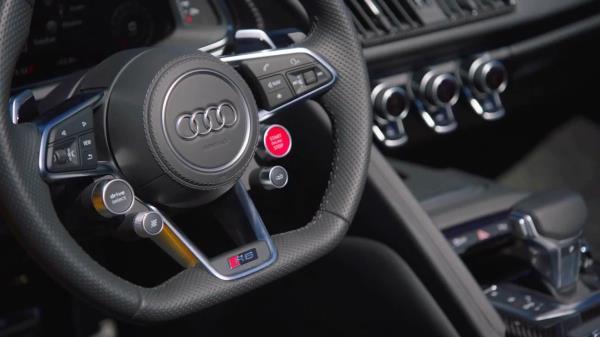 ภายในของ Audi R8 Coupe V10