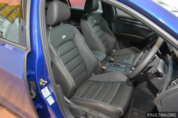 ภาพภายในของ Volkswagen Golf R 2018