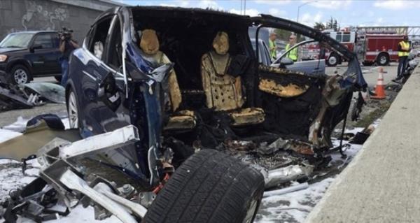 อุบัติเหตุ Tesla Model X