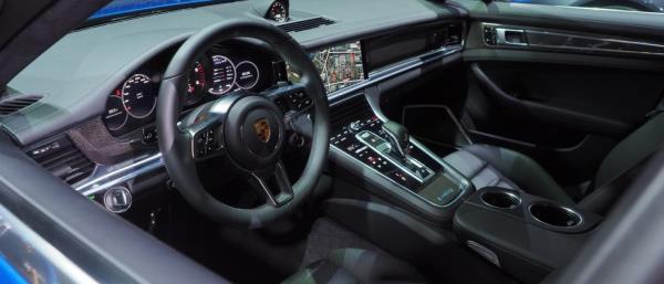 ภายใน Porsche Panamera 4S 2017
